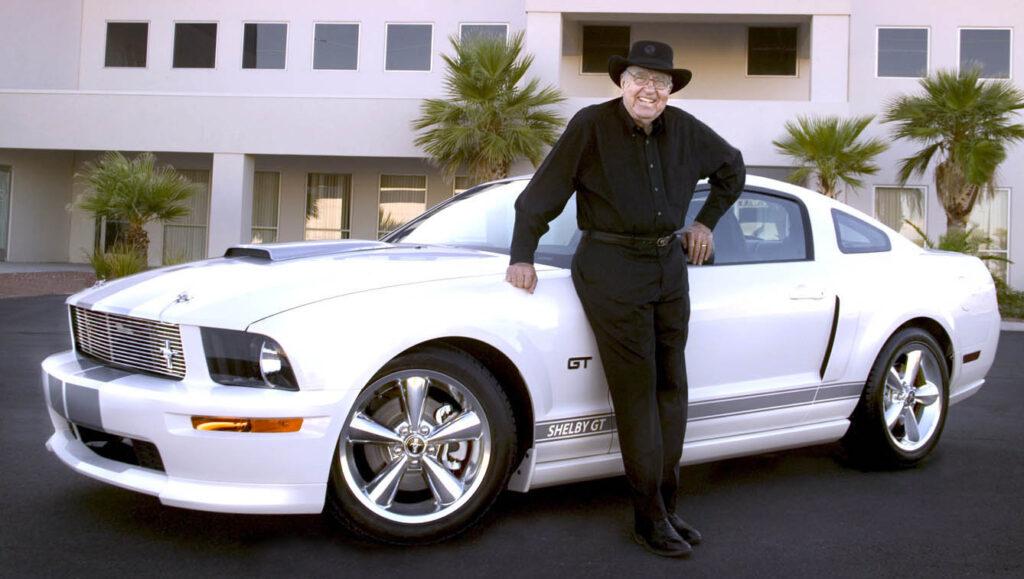 Carroll Shelby con Mustang GT